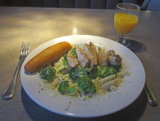 Burnsville, MN: Chicken and Broccoli Pasta