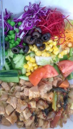 เมาน์เทนวิว, แคลิฟอร์เนีย: Box Chicken with noodles and veggies with spicy basil sauce.