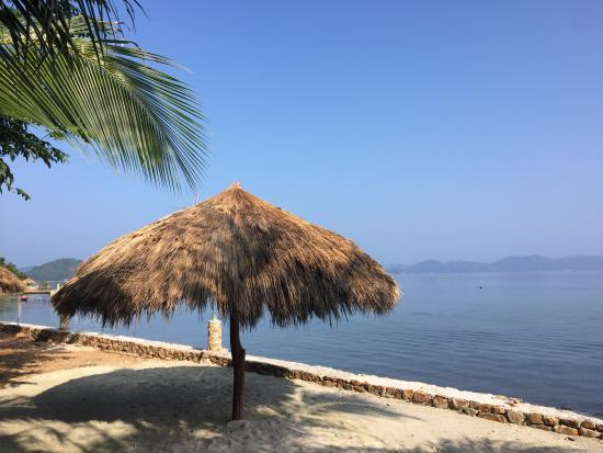Chindonan Dive Resort: Spending the day under an umbrella or a hammock in the shade is heaven.