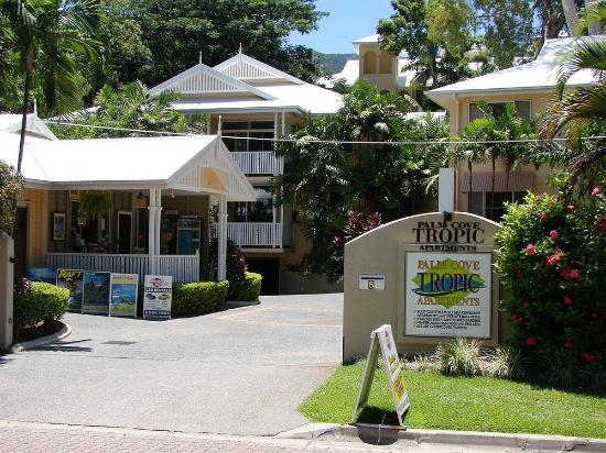 ‪‪Palm Cove‬, أستراليا: Palm Cove Tropic Apartments and Tropical Day Spa Retreat just 2 minute short walk to the beach !‬