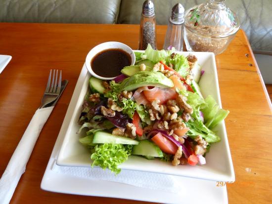 Reefton, Yeni Zelanda: Smoked Salmon Salad