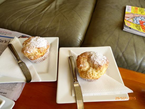 Reefton, Yeni Zelanda: Lemon Curd and Cream Cheese muffin