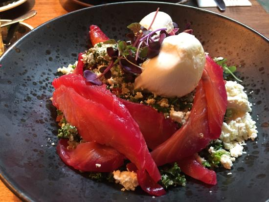 Windsor, Австралия: Beetroot cured salmon with organic quinoa and kale salad, poached egg and feta
