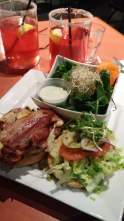 Courtenay, Canadá: Chicken Burger, very tasty !!