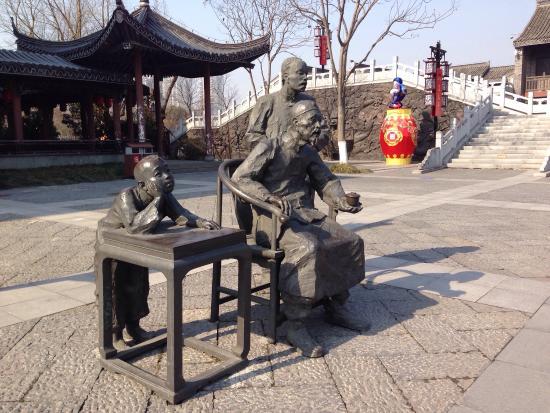 Yancheng, Cina: Был в парке в канун Нового китайского года 07.02.16, можно неплохо прогуляться, но не более того
