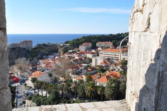 Hilton Imperial Dubrovnik: 城壁からホテルを見る