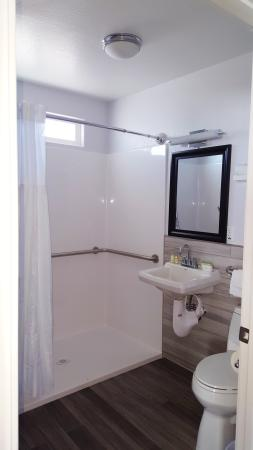 Pahrump, نيفادا: The New Casitas In The Vineyard Spacious Bathrooms