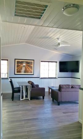 Pahrump, نيفادا: Casitas In The Vineyard Living Room