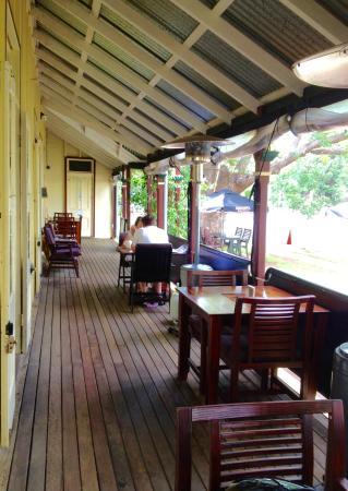Esk, Austrália: Verandah seating.