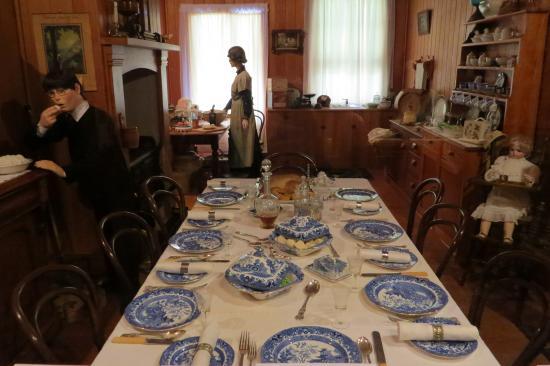 Matakohe, New Zealand: c1900 home dinning room