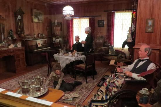 Matakohe, New Zealand: c1900 home parlour