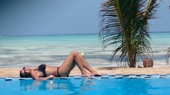 Queen of Sheba Beach Hotel: La piscina del relax