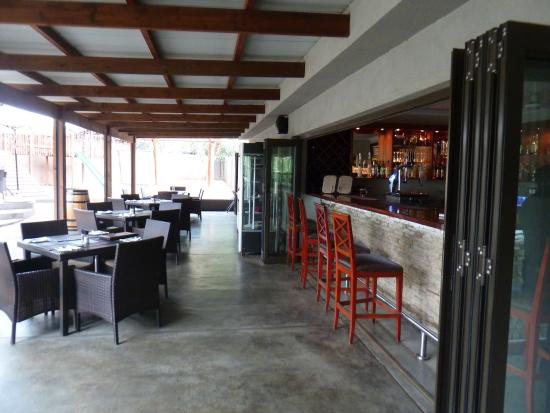 The Hat & Creek - Hoedspruit: The bar and inside seating area