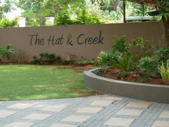 The Hat & Creek - Hoedspruit: Sign at entrance