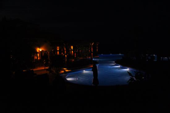 Sir Bani Yas Island, De Forenede Arabiske Emirater: Swimming pool at night