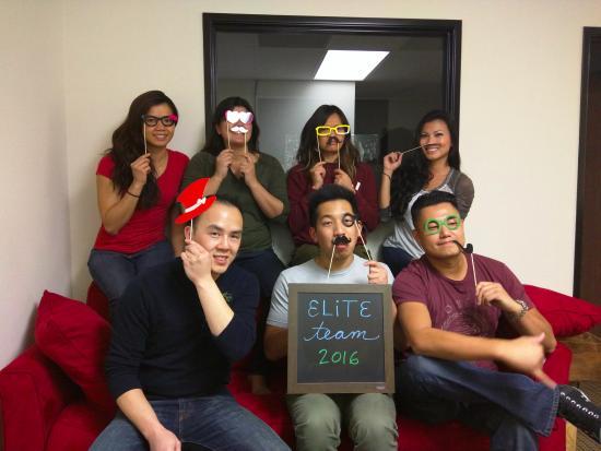 Irvine, Kaliforniya: Elite Team showing some impressive puzzle-solving skills!