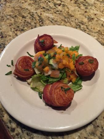 Ashburn, Βιρτζίνια: Bacon-Wrapped Sea Scallops (Spring 2016)