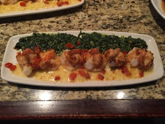 Ashburn, Βιρτζίνια: Lobster-Stuffed Shrimp with Creamed Spinach (Spring 2015)