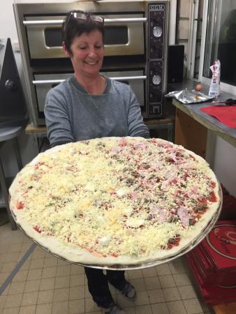 Saint Fort sur Gironde, França: Giant Pizza
