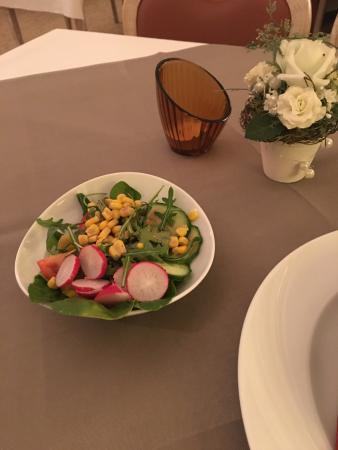 เฮล์มสเต็ดท์, เยอรมนี: Beiladen Salat sehr frisch und gut