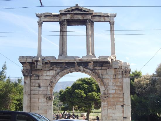 Hadrians Arch - Picture of Arch of Hadrian (Pili tou ...
