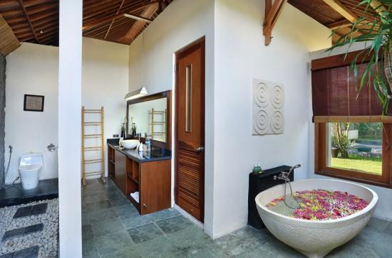 The Kampung Ubud Villa: Bathroom