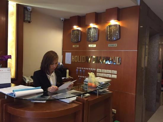 Hanoi Holiday Diamond Hotel: front officer