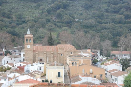 Almonaster La Real, Spanje: la Iglesia desde el castillo y la mezquita