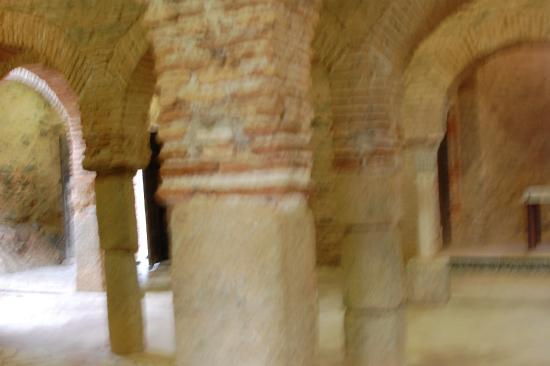 Almonaster La Real, Spanien: la mezquita por dentro, algo desenfocada