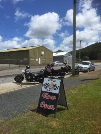 Zeehan, Australia: Our bikes out the front of the Cafe