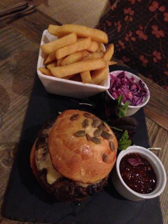 Bradford-on-Avon, UK: A lovely home made burger.