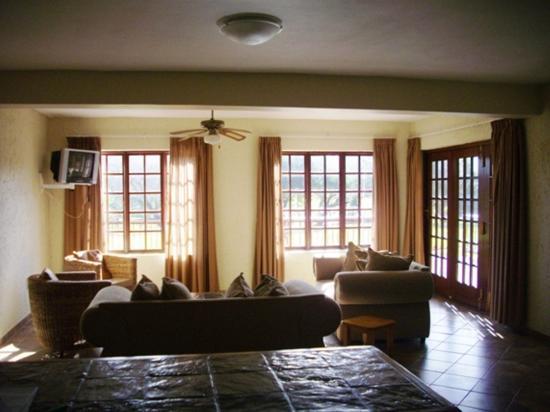 Port Alfred, Sudáfrica: 3-Bedroom Villa Lounge