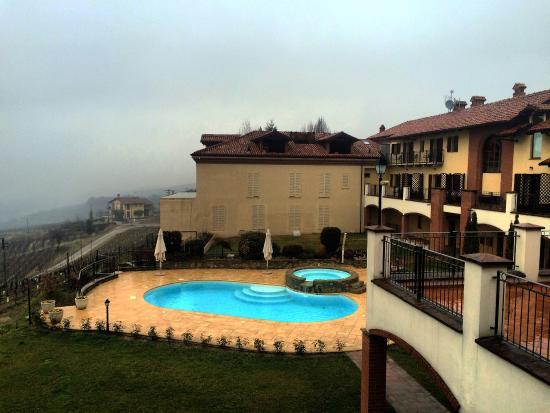 Serralunga d'Alba, Italie : Posto incredibile anche con la nebbia :)