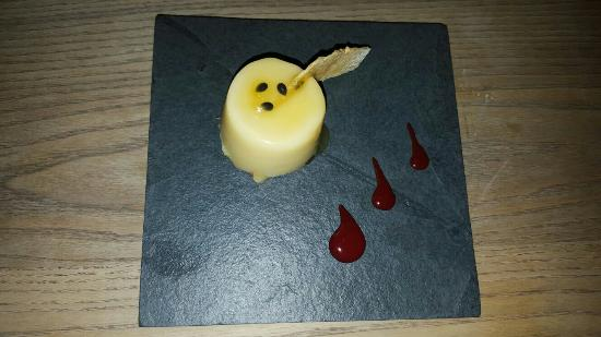 Addingham, UK: A few pictures of the beautiful taster menu! It's a must!!!