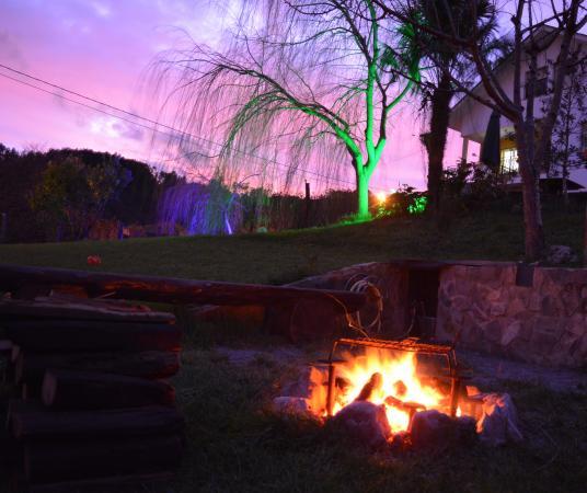 Apartamentos Rurales Casa El Caminero: Hoguera de noche