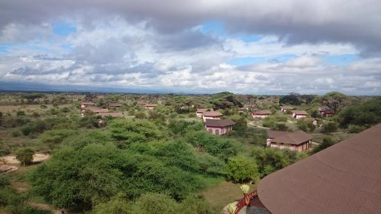 Kilima Safari Camp: View over premises from the look - out point
