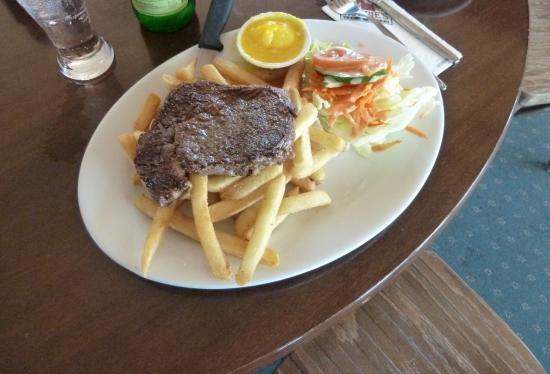 Robbie's Bar & Bistro: Steak meal