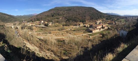 Castellfollit de la Roca, İspanya: Desde arriba, esta es la vista desde uno de los lados.