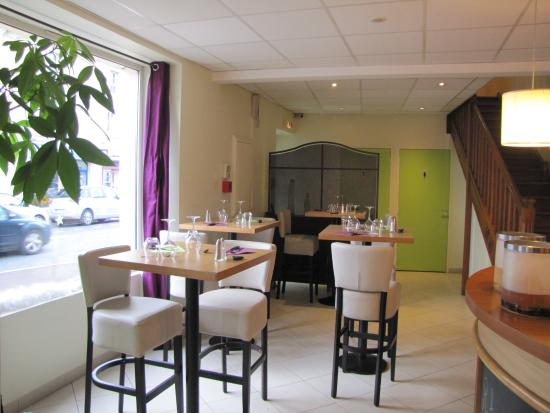Langon, França: Notre coté brasserie, déjeuner confortablement installé.