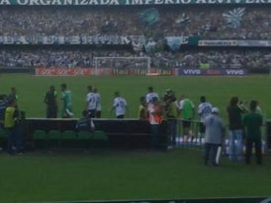 Major Antonio Couto Pereira Stadium: Entrada do time em campo.