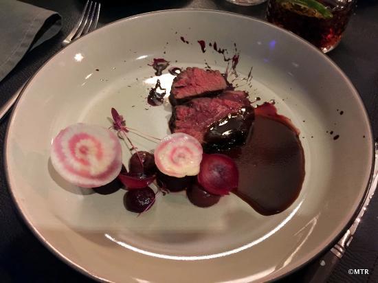 Aalst, Belgia: ONGLET BELGISCH WIT BLAUW Rode biet– sjalot – cabernet sauvignon azijn
