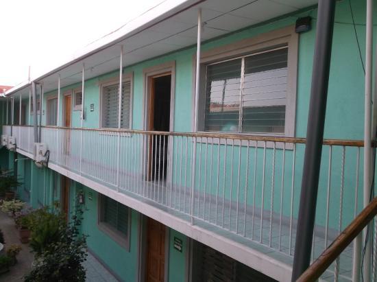 Hotel Jerico: Porte ouverte sur notre chambre 10