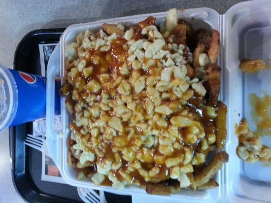 Sainte Agathe des Monts, Kanada: The biggest and best poutine ever! These guys know how to make a great poutine. Excellent gravy