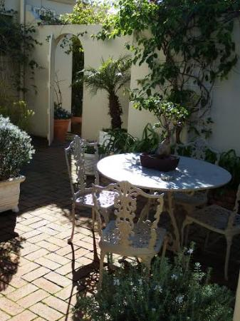 Belvedere Cottages & B&B: The Patio at Doncaster Mews