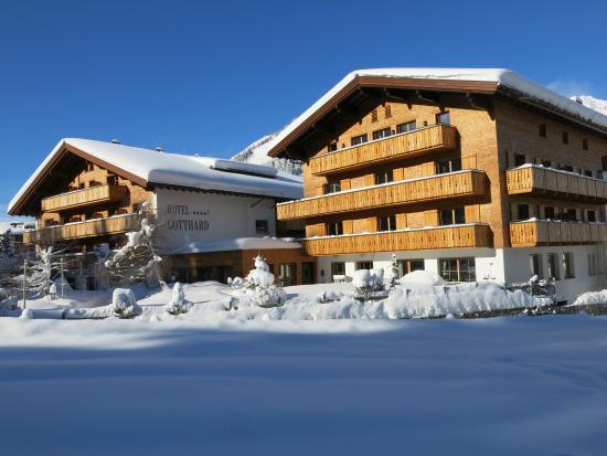 Hotel Gotthard : Hotel From the Garden