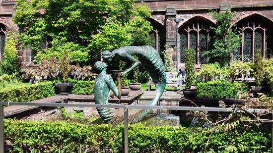Chester Cathedral: 大聖堂の中庭