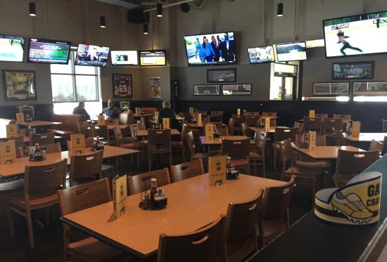 Oakdale, MN: Dining area - mostly empty on this particular day