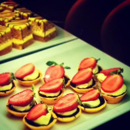 The Suryaa New Delhi: Ssence Pastry Buffet