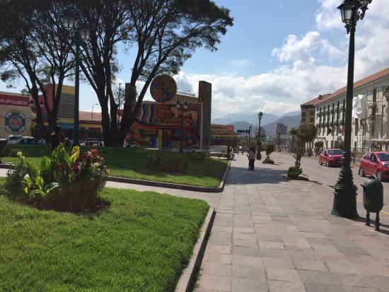 Eco Inn Cusco: Esto se encuentra justo frente al Hotel. Cruzando hay un predio donde ofrecen artesanías
