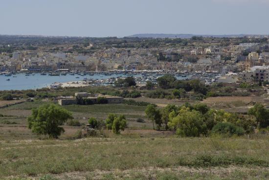 Marsaxlokk vue de la route de Delimara